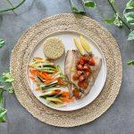 Filetes de caballa en papillote con verduritas y quinoa
