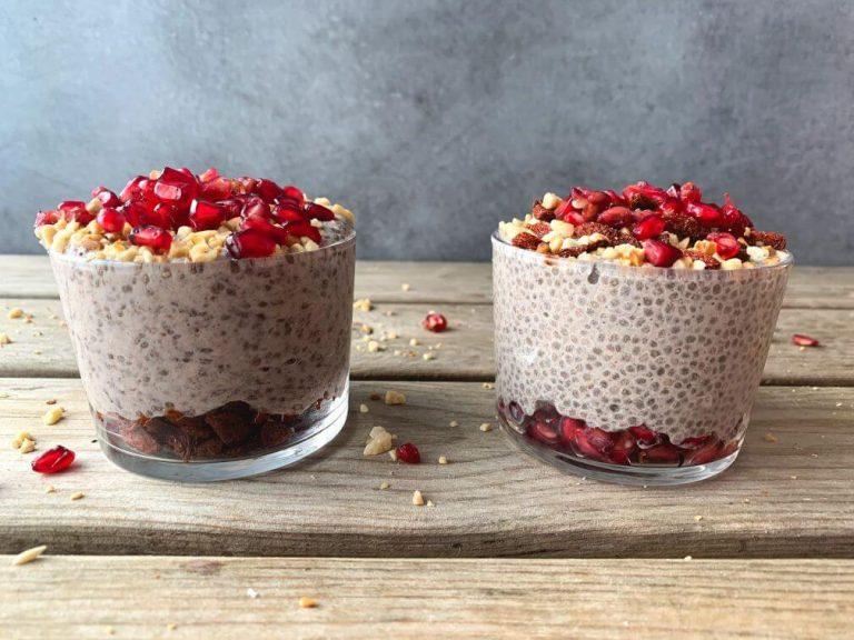 Lee más sobre el artículo Pudding de chía con granada, bayas de goji y almendras