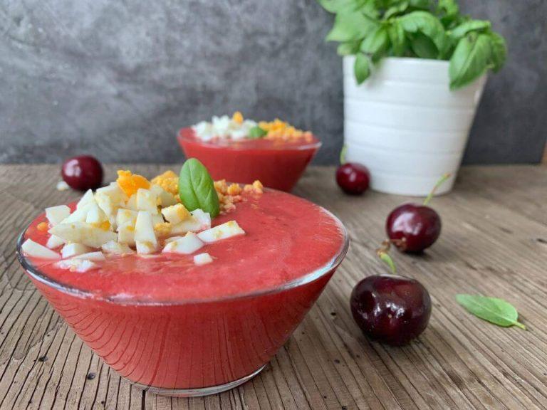 Lee más sobre el artículo Salmorejo de cerezas con huevo
